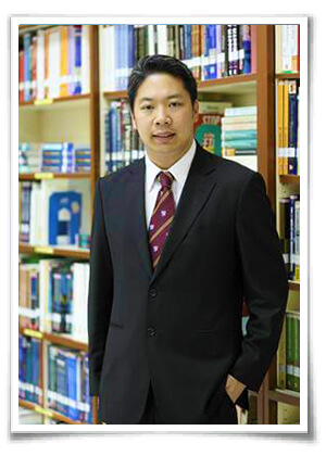 รศ.ดร.จอมพงศ์ มงคลวนิช